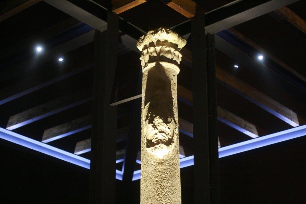 Electricidad igalbe. Iluminación artística de las columnas de Eguarás de Tarazona